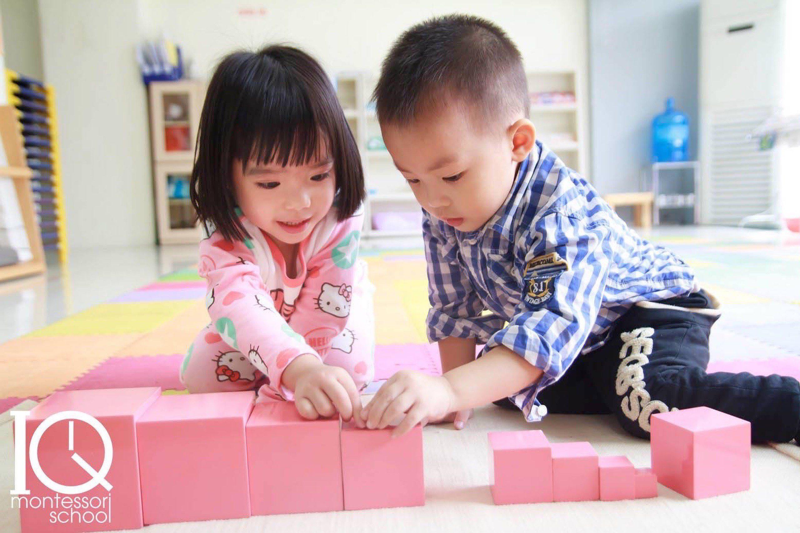 Hoạt động cá nhân Montessori: hoạt động với góc Giác quan
